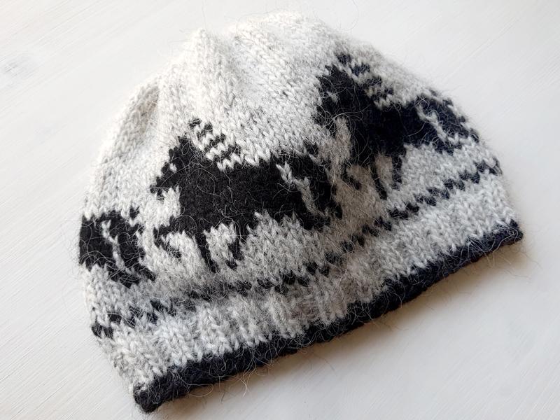 Mütze mit Tölter in Grau mit schwarzen Tölter